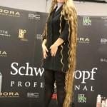 Украинка установила рекорд, отрастив двухметровые волосы