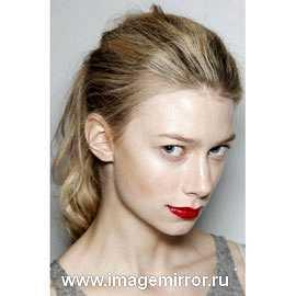 Hair-тренды: хвосты, косой пробор и ленты
