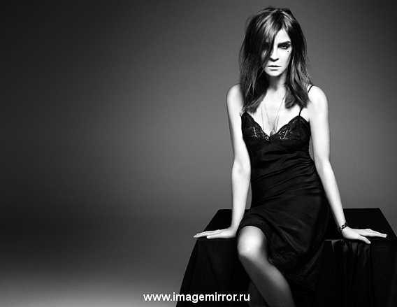 Фото из рекламной кампании косметики Карин Ройтфельд для MAC
