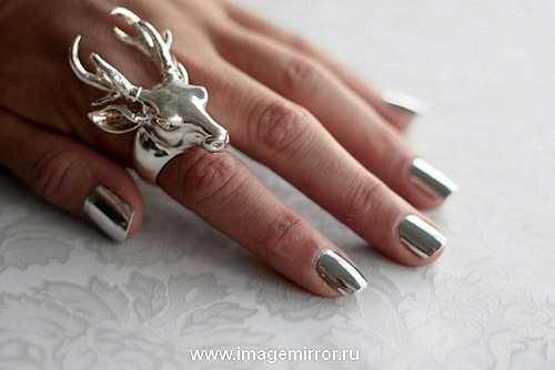 Металлические украшения + металлический маникюр