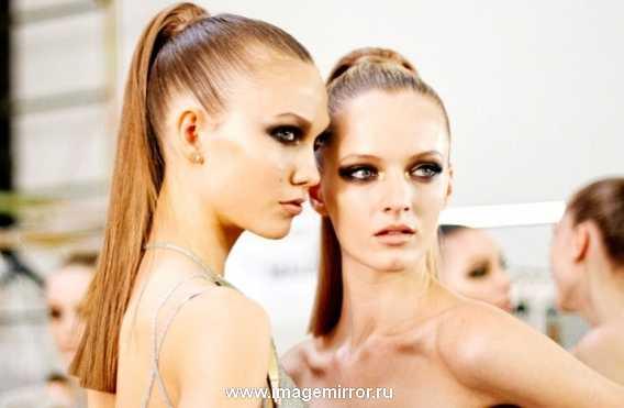 Мужчины признаются, что собранные в хвост волосы позволяют разглядеть черты лица девушки. Эта прическа не отнимет много времени. Соберите пряди в тугой высокий хвост и вытяните его по длине утюжком. Не забудьте о мейк-апе: к такой прическе вам необходимо сделать акцент на глазах.