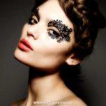 Тренд осени-2012: кружевные наклейки вместо макияжа